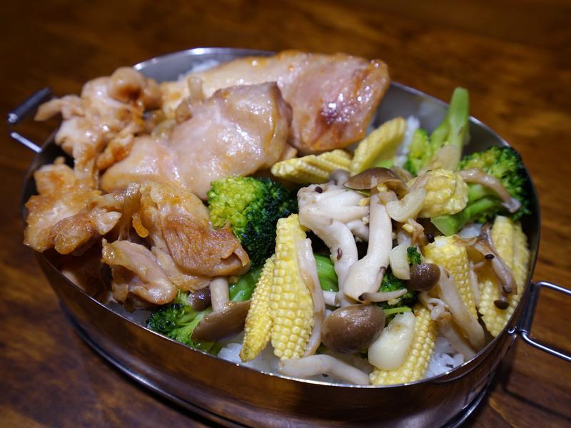 花椰菜炒蕈菇玉米筍。簡易便當菜
