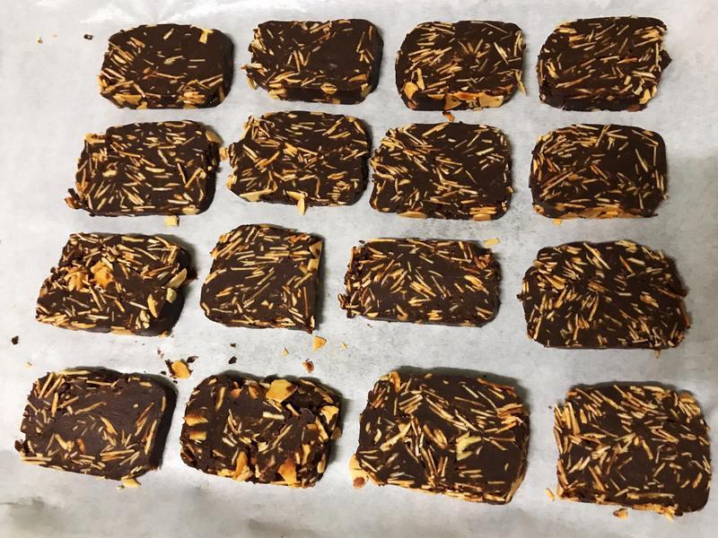 。杏仁巧克力脆餅。