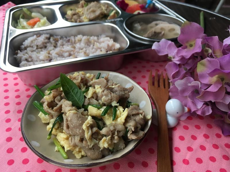 小學生便當菜🍱梅花肉炒土雞蛋與韭菜花