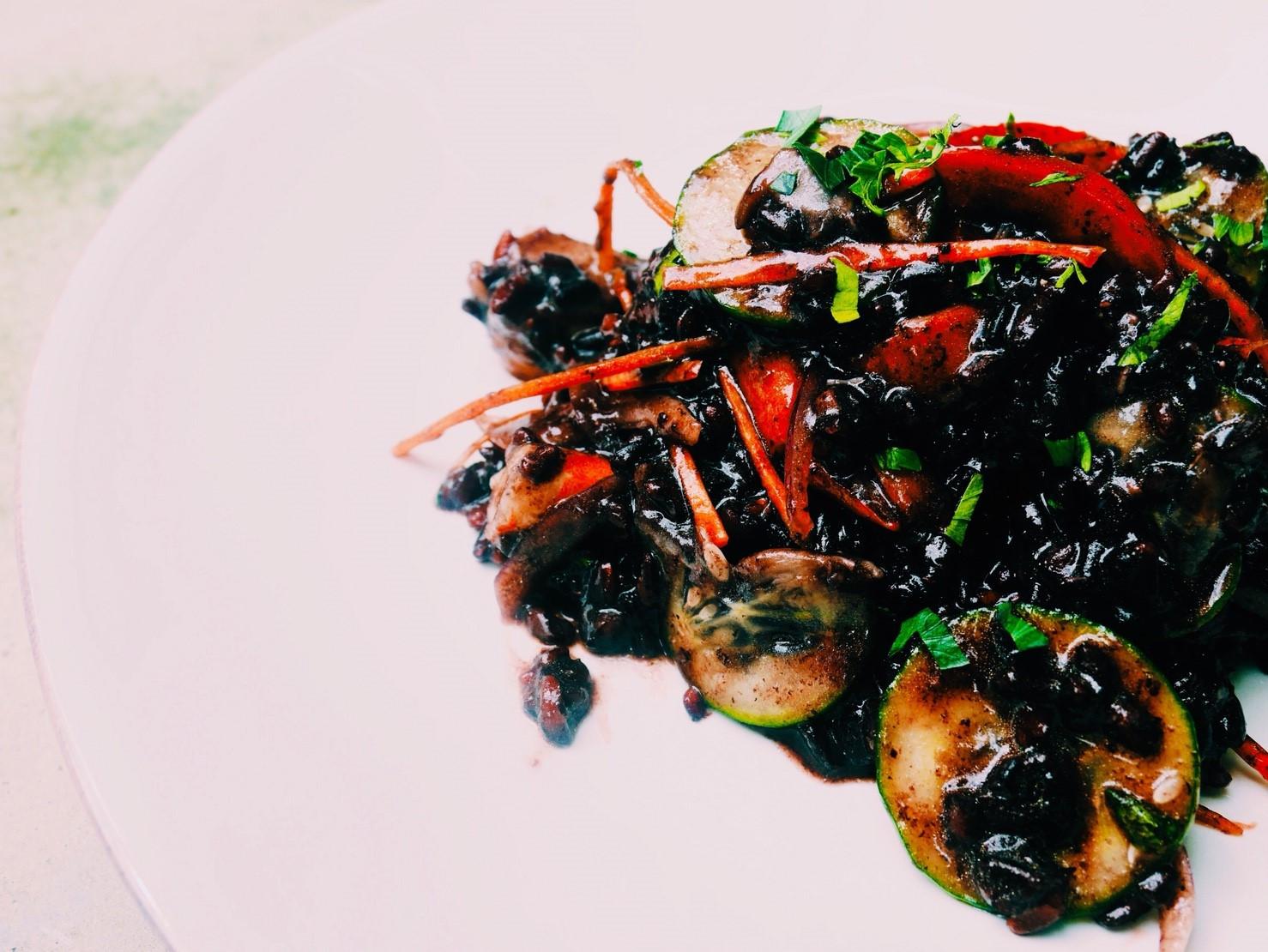 義大利海鮮黑米沙拉