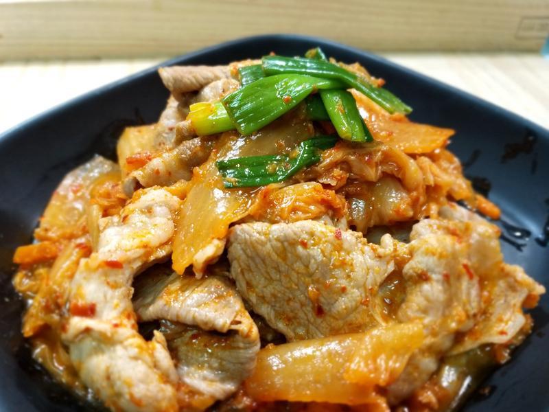 【泡菜炒豬肉】~超簡單2材料3步驟下酒菜