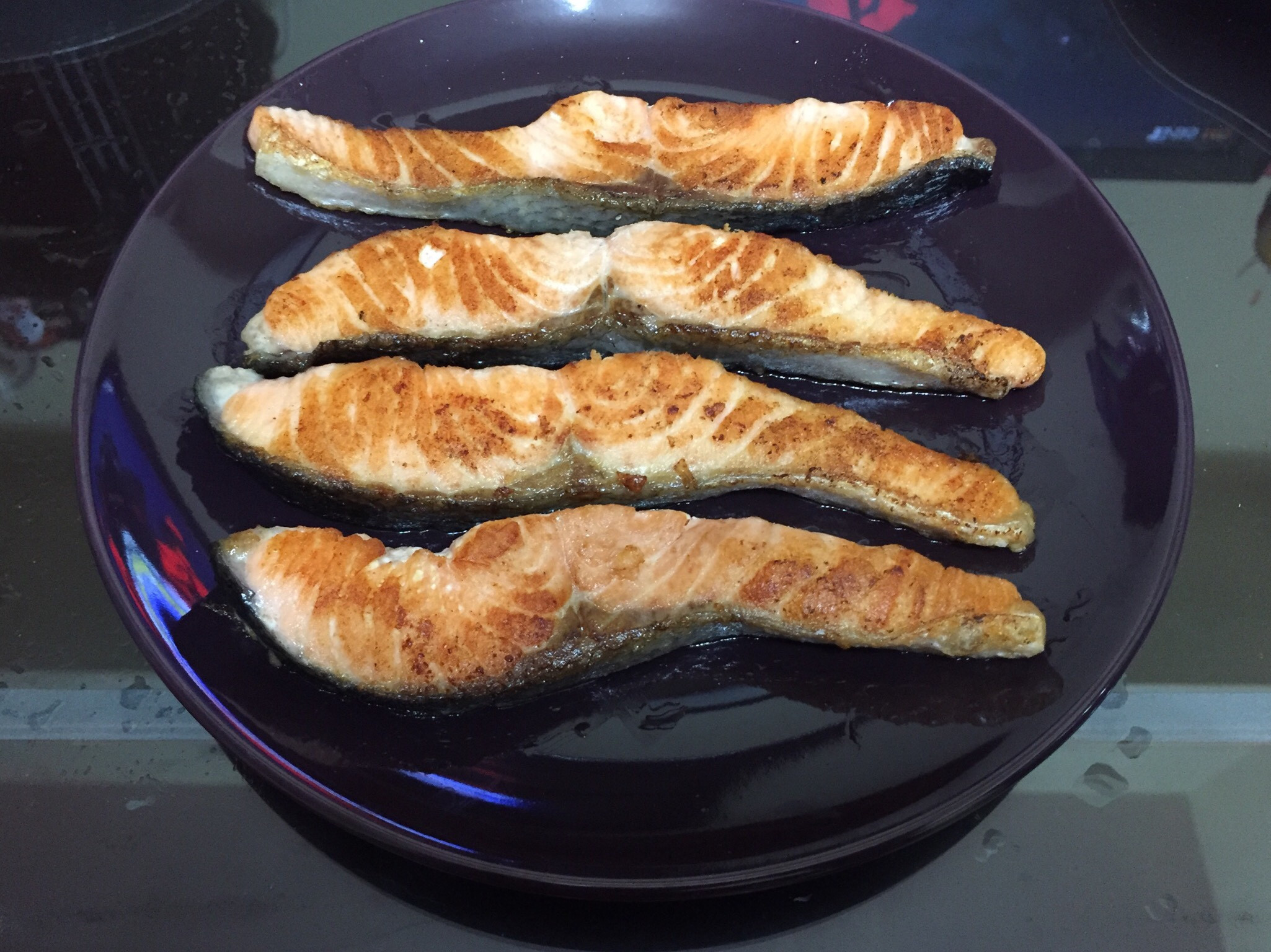 香煎蒜香胡椒鮭魚