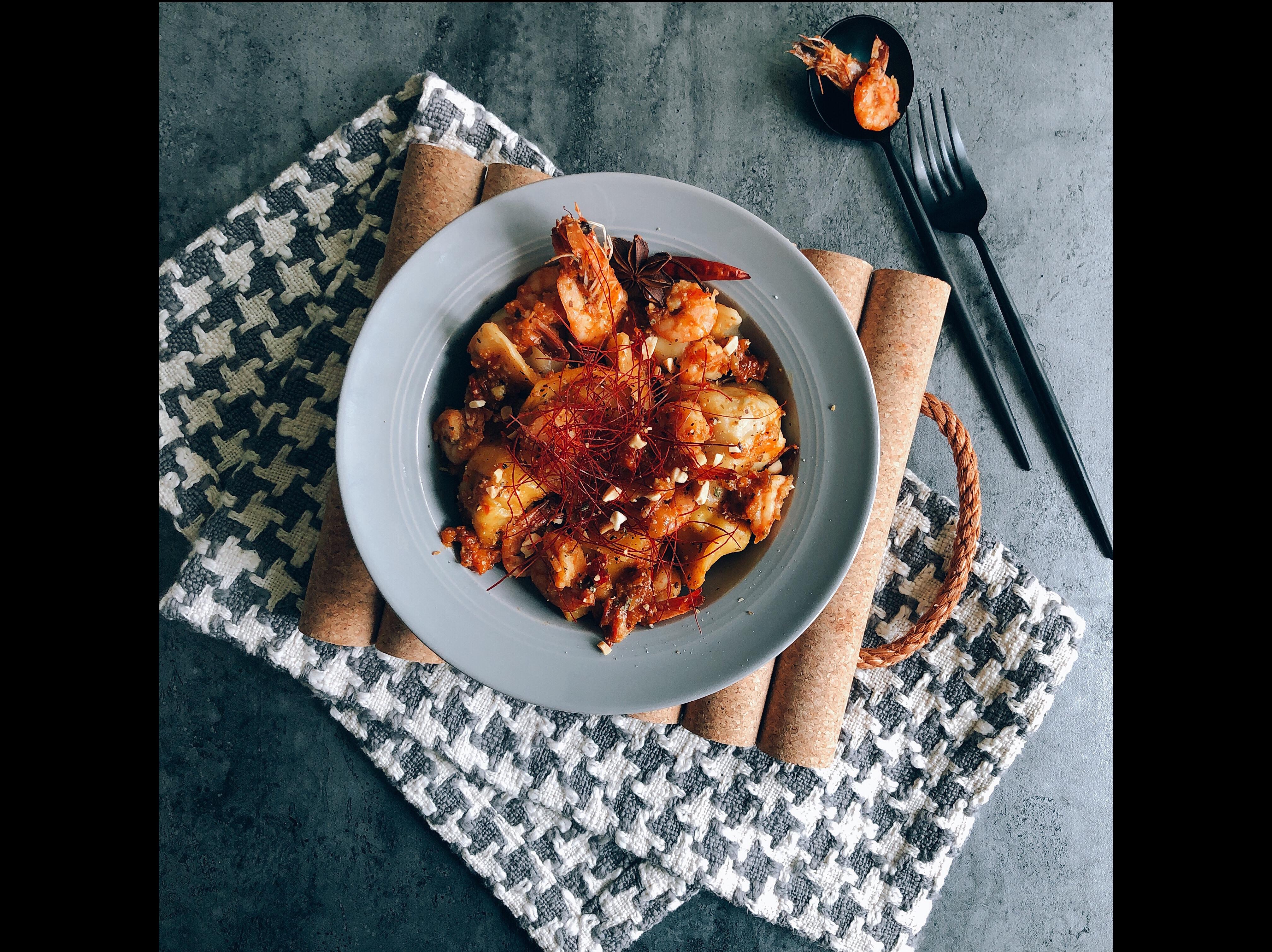 義式蒜辣蕃茄蝦•海鮮餃子🥟