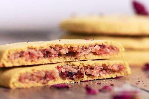 秋天落叶满地,那我们就来做荞麦鲜花饼吧!