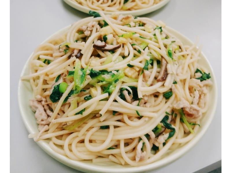 輕蔬肉絲義大利麵