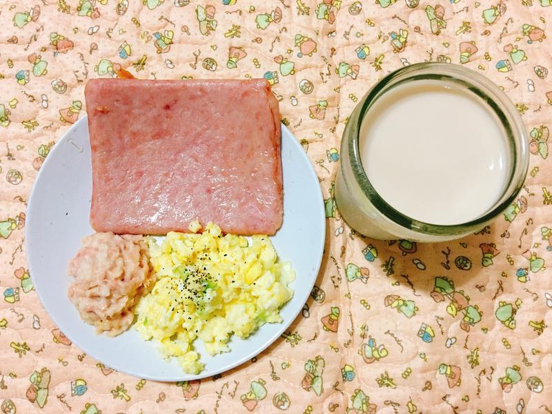 宵夜料理_小烤箱炒蛋+烤午餐肉