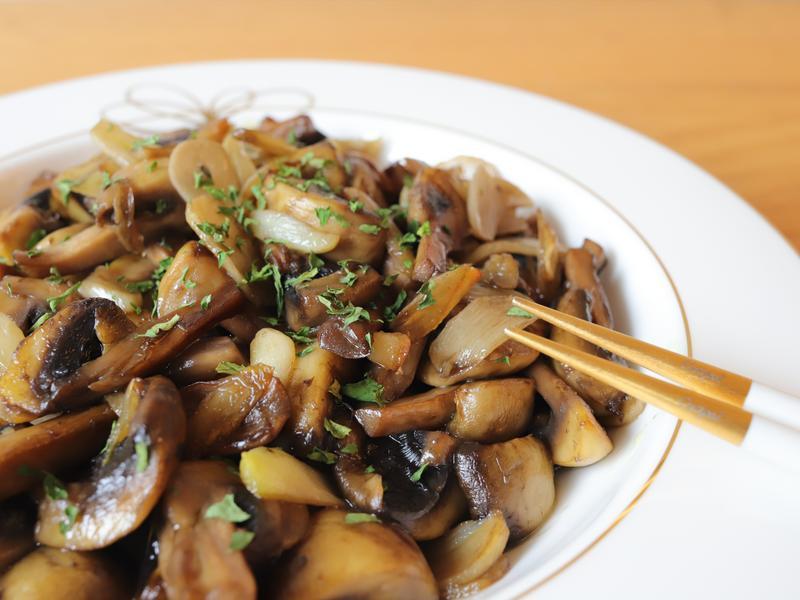 油蒜蘑菇(蒜片炒蘑菇)