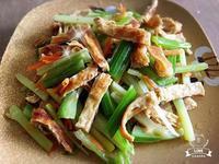 西洋芹菜炒豆皮