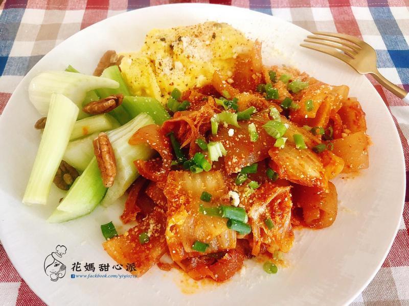 泡菜炒豬皮