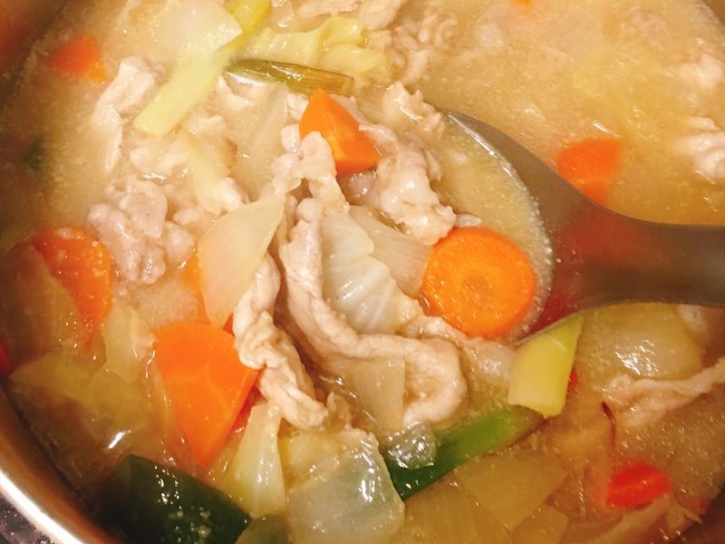 豬肉蔬菜味增湯【新手可駕馭家常菜】