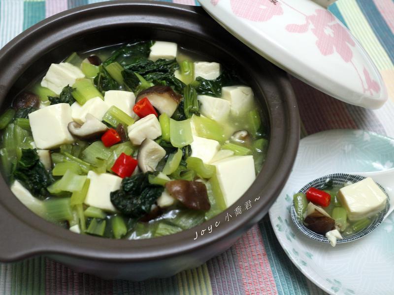 燒呼呼~雪菜豆腐煲