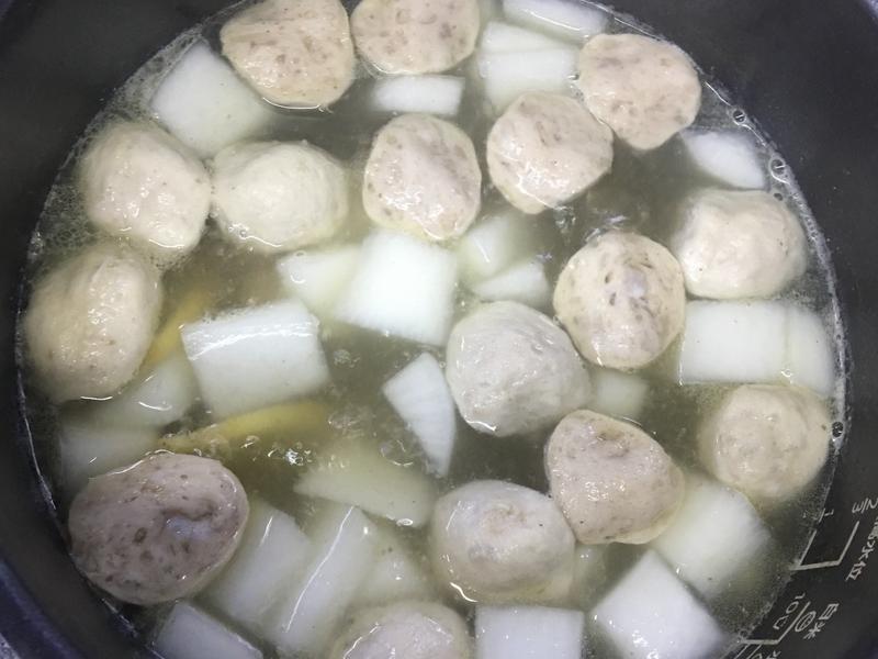 小蘋果之蘿蔔貢丸湯~南京旗萬用鍋