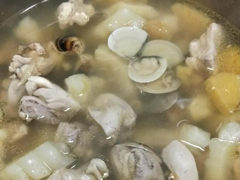 鳳梨苦瓜蛤蜊雞湯