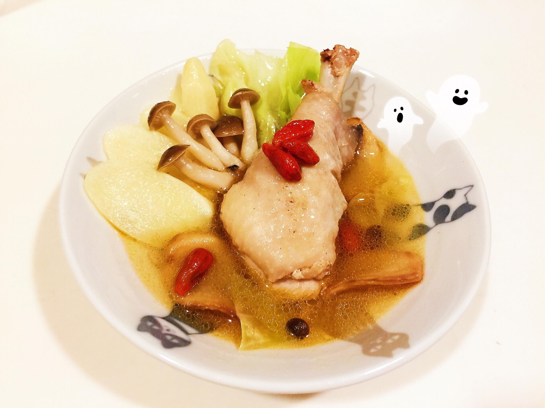 簡單一鍋到底暖身又暖心的「麻油雞湯鍋」