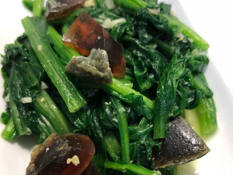 皮蛋炒菠菜