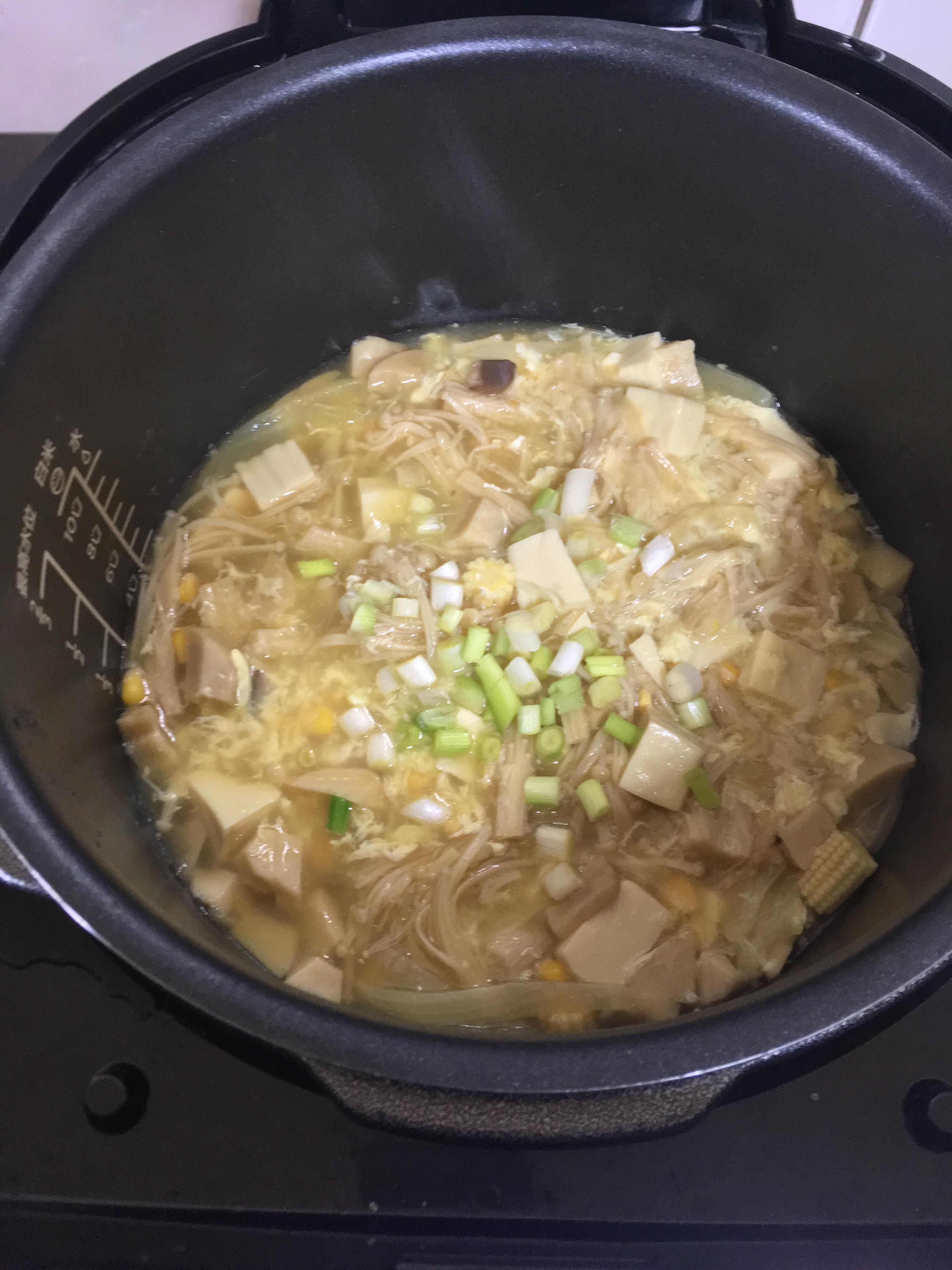 萬用鍋 金針菇豆腐煲