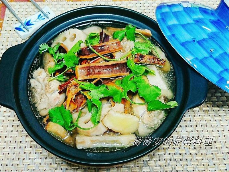 《電鍋料理》蓮藕燉雞湯