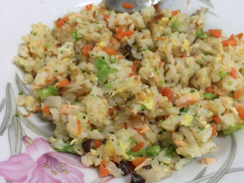 寶寶鮭魚鮮蔬炒飯