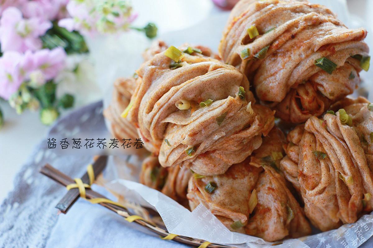 酱香葱花荞麦花卷