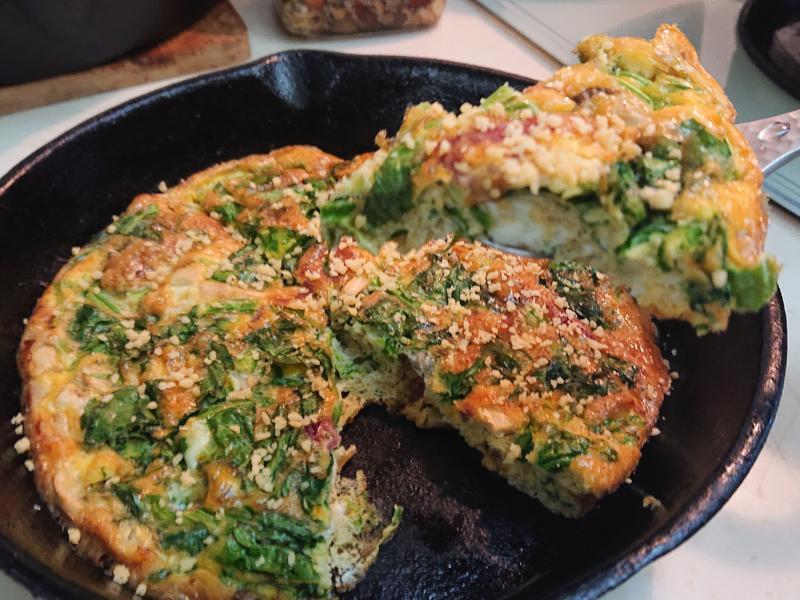 鐵鑄鍋料理-培根杏鮑菇菠菜烘蛋