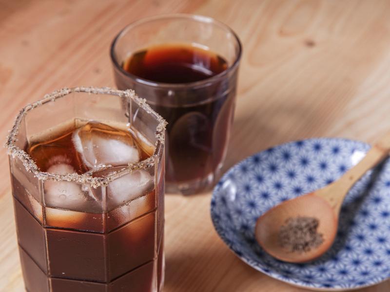 刺蔥鹽杯美式咖啡