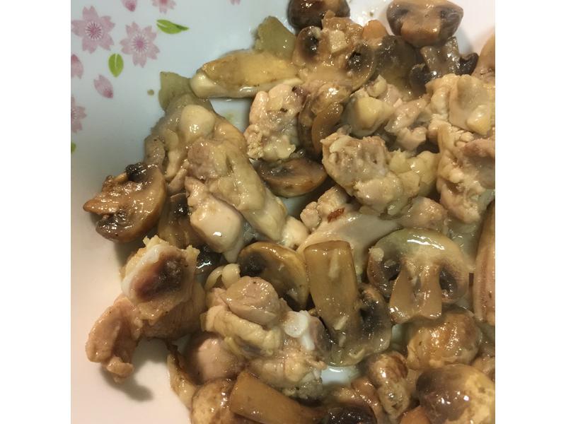 蘑菇炒雞腿肉