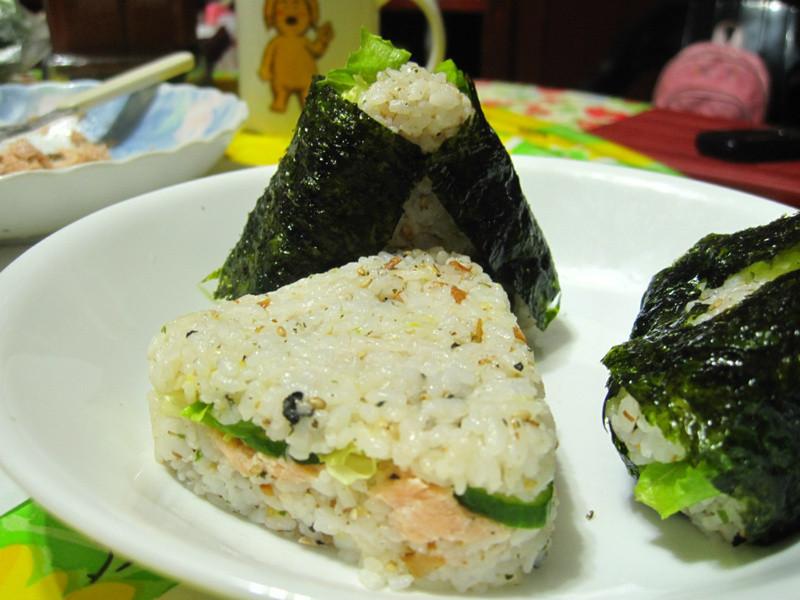 鮭魚三角飯糰