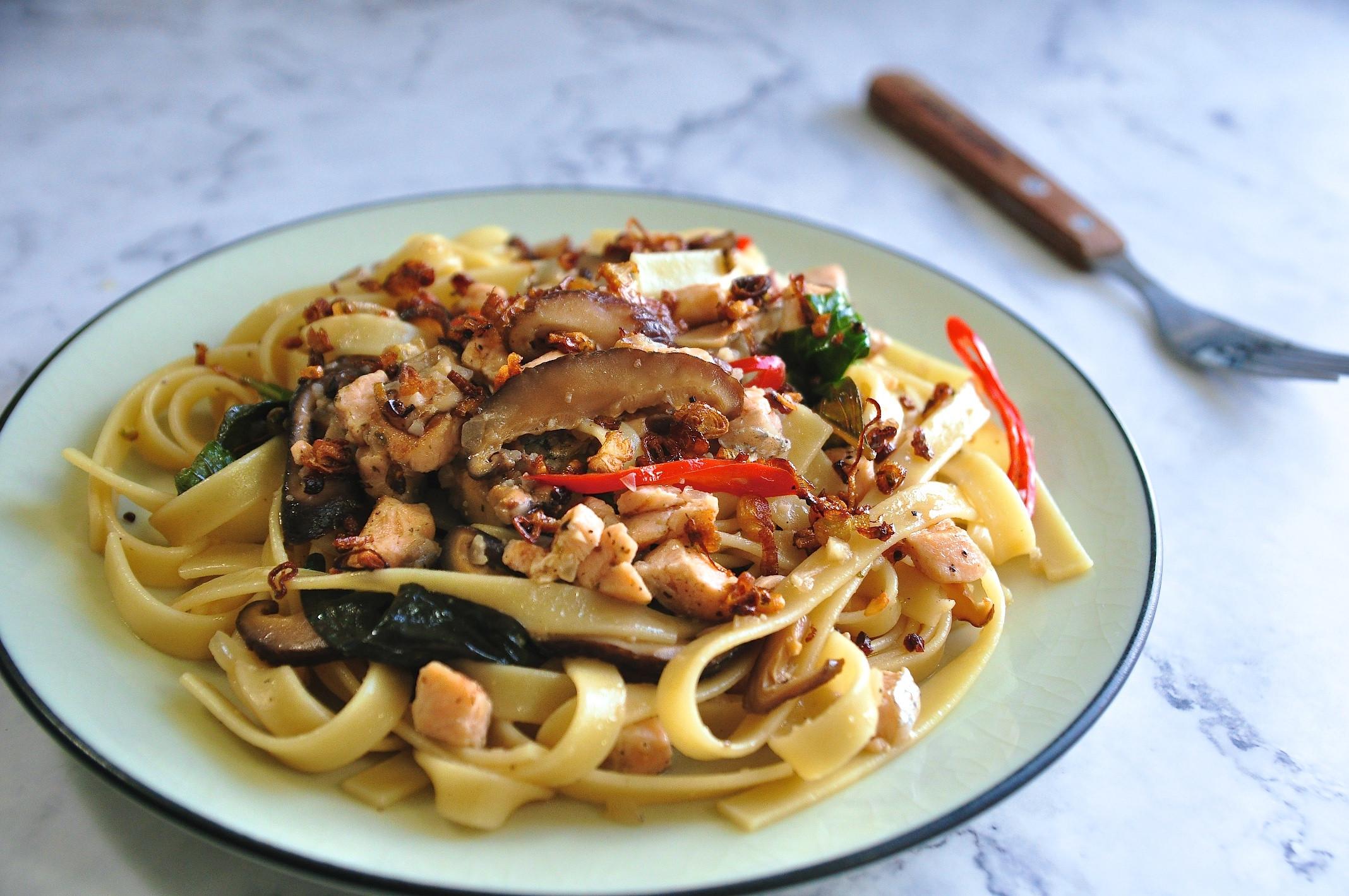 台風香蔥鮭魚義大利麵