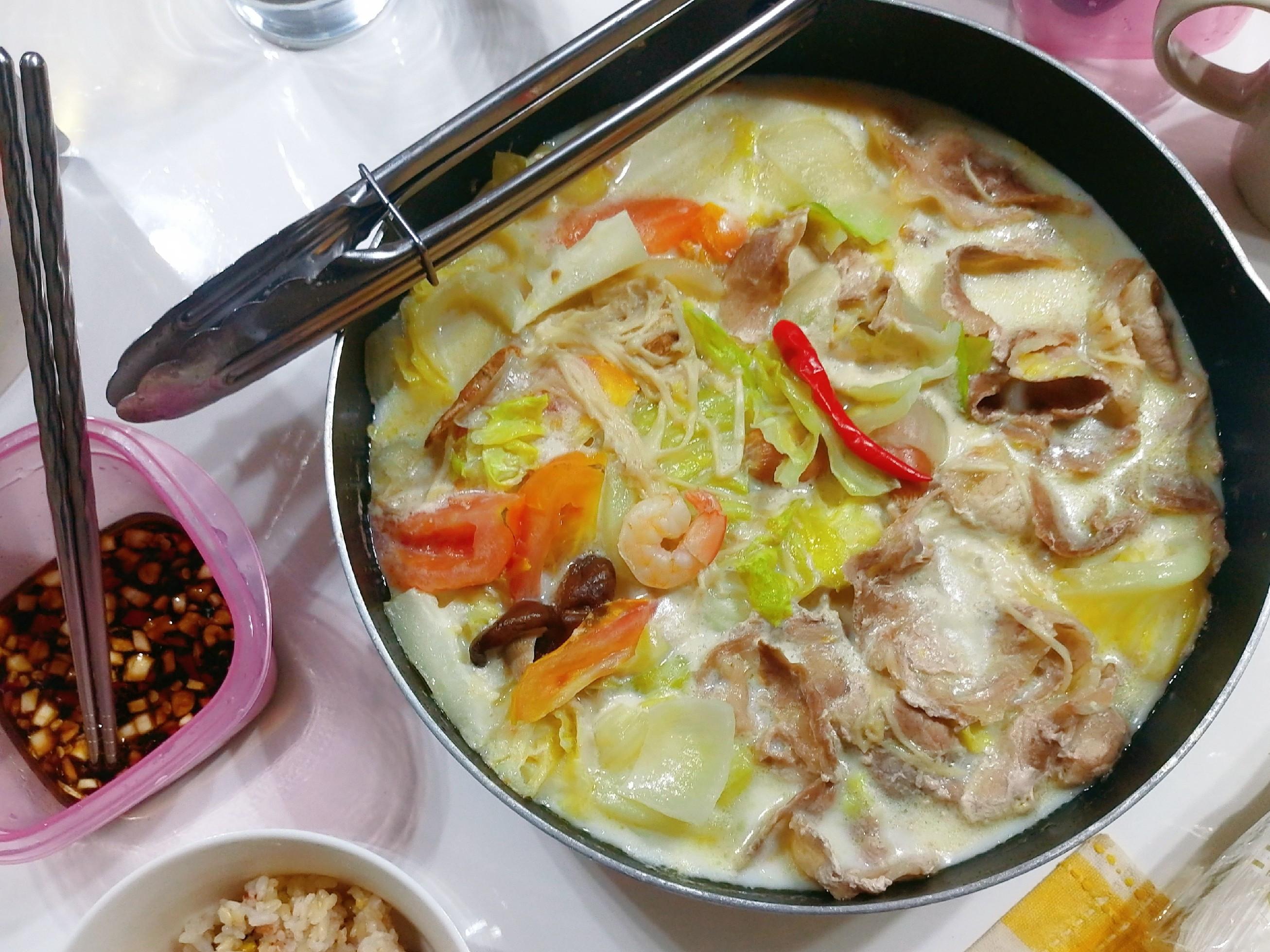 ❤牛奶豬肉蔬菜火鍋