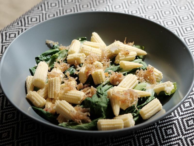 炒炒黃玉米綠蔬菜