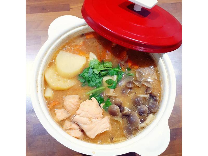 鮭魚石狩鍋(牛頭牌-昆布海鮮風味高湯)