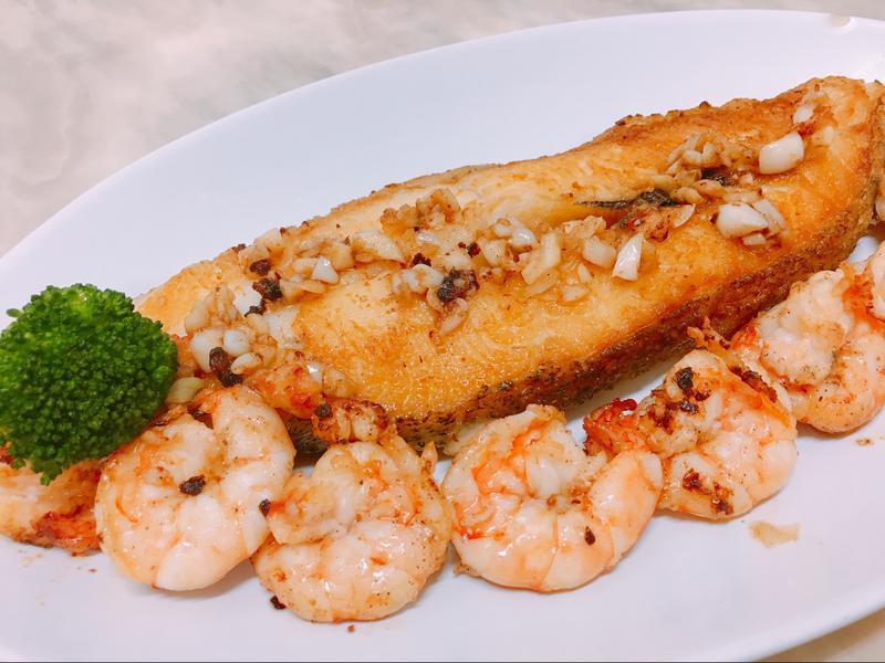 餐桌上的人妻料理*蒜香鱈魚佐蝦仁