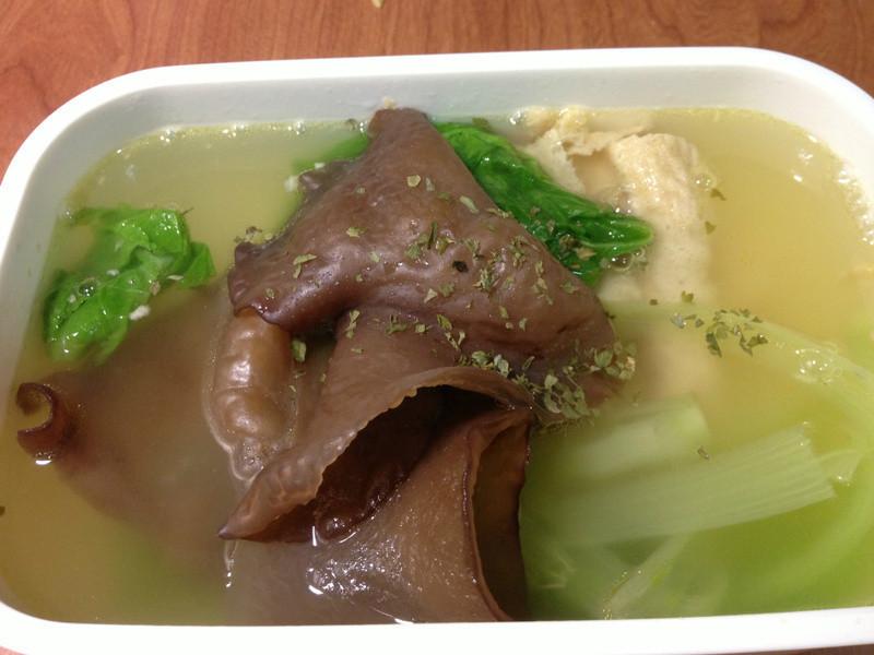 充滿魔力的豆皮木耳蔬菜湯