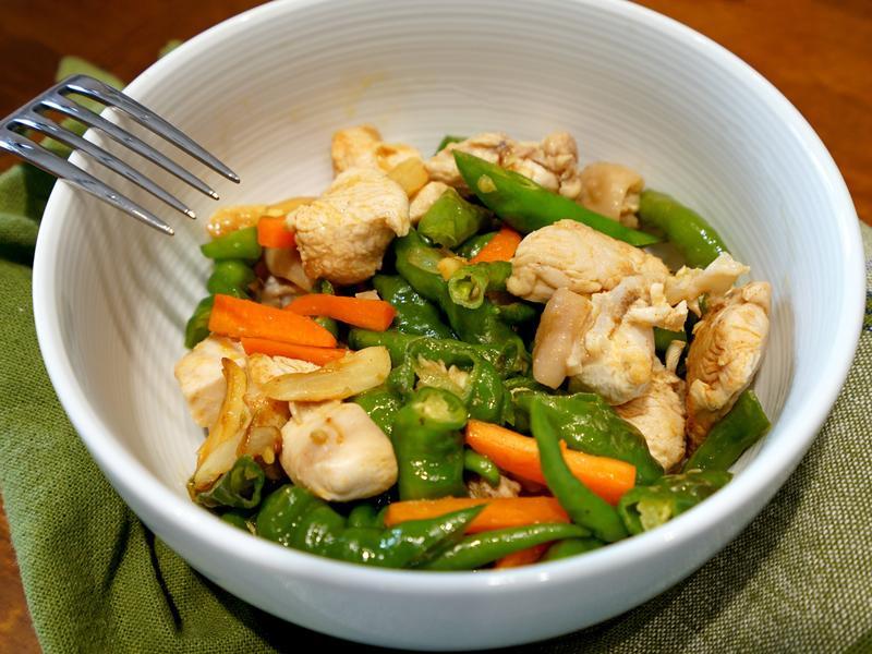糯米椒炒雞丁。簡易便當菜