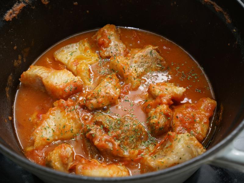 新鮮番茄燉豬肉。簡易便當菜
