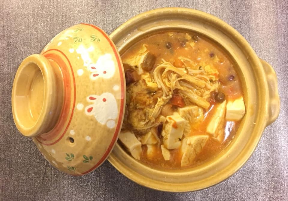 肥肥貓酸辣金針菇豆腐煲
