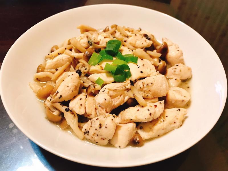 香蒜黑胡椒菇菇燴雞肉