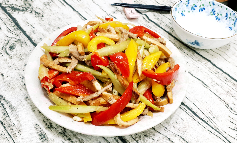西芹豆干肉絲炒鮮蔬