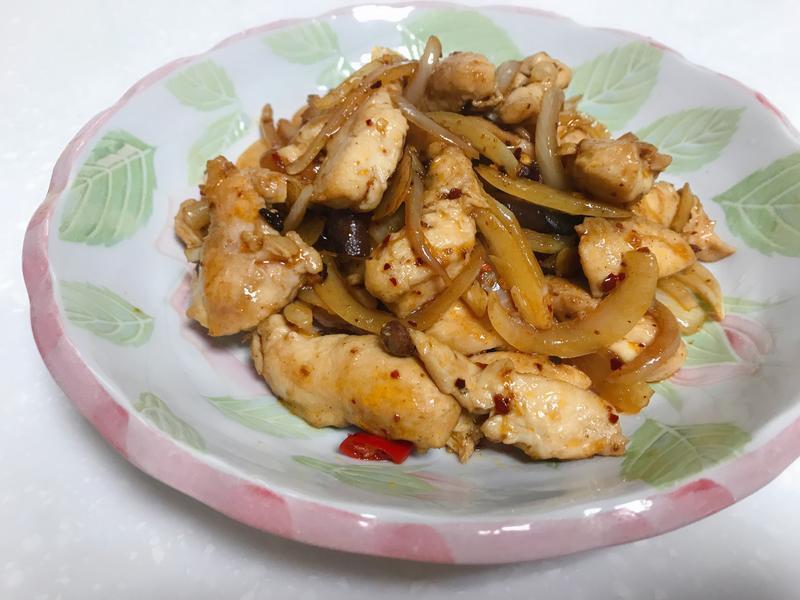 洋蔥炒雞柳
