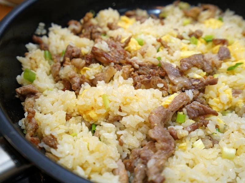 肉絲蛋炒飯。簡易家常料理