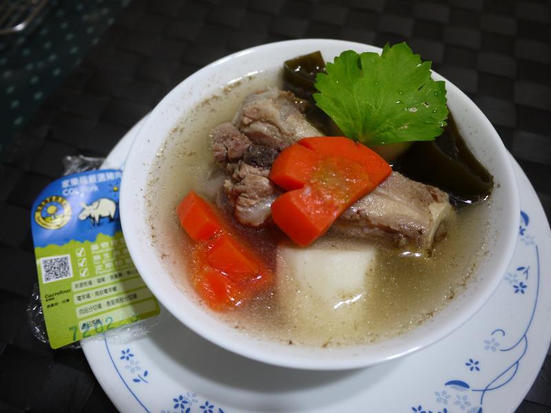 山藥昆布豬骨湯(家樂福嚴選豬肉)