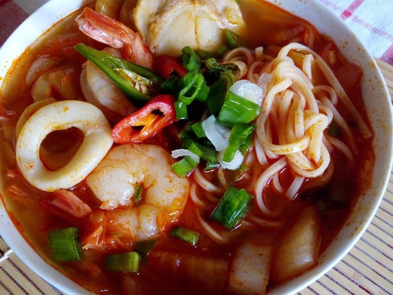 韓式海鮮辣湯麵Jjamppong