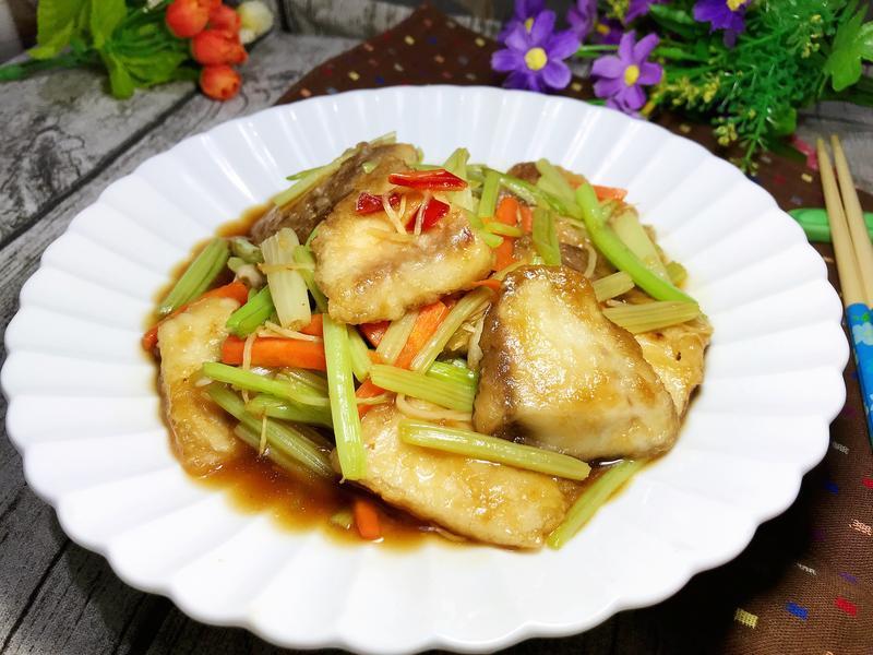 照燒鯛魚炒芹菜