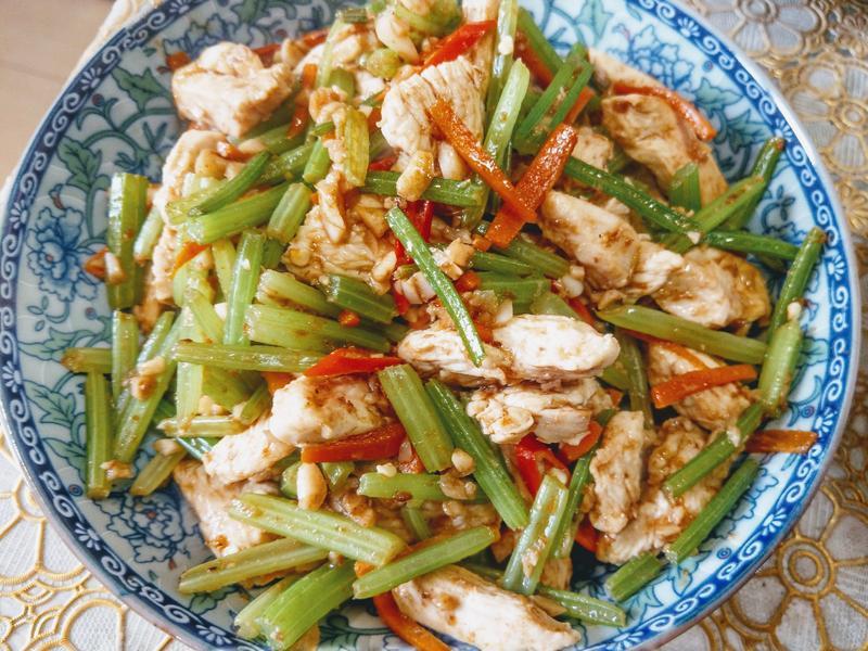 沙茶芹菜雞肉