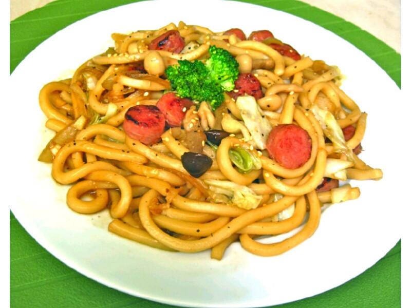 [趁熱品嚐]高麗菜菇菇香腸炒烏龍麵