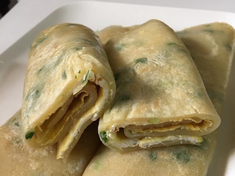 北漂青年懷念家鄉味傳統蛋餅
