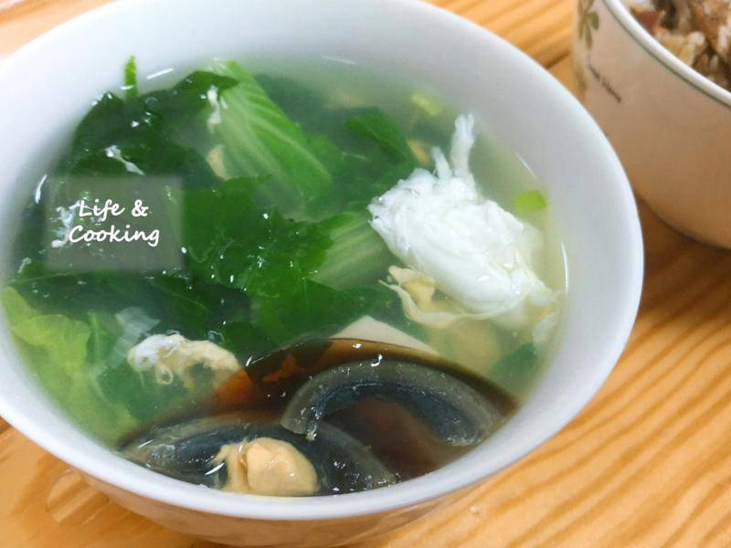 【家常菜】皮蛋青菜湯