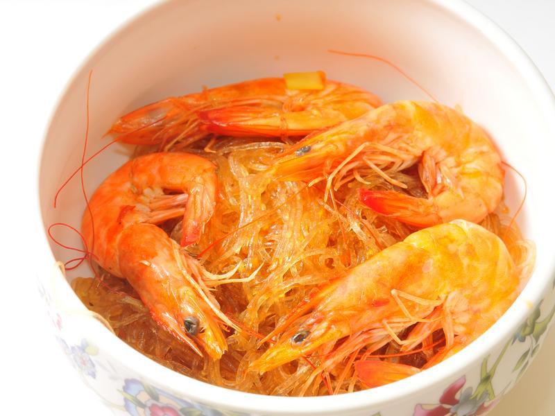 簡單快速做出下飯的鮮蝦粉絲煲