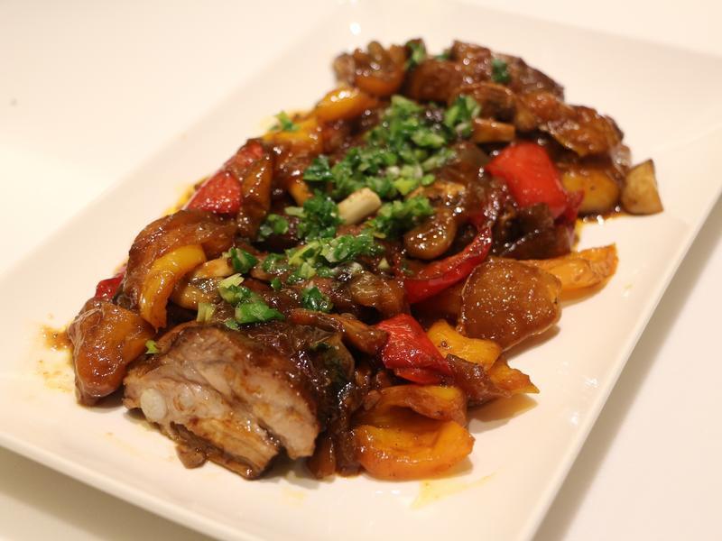 彩椒洋蔥燉烤豬肋排