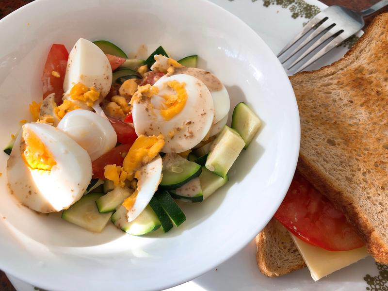 早餐-節瓜胡麻蛋沙拉+蕃茄乳酪吐司